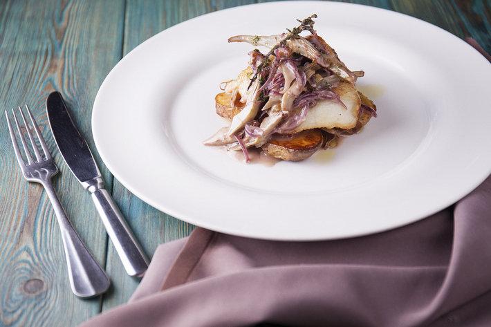 Cantinetta Antinori - Запеченное филе палтуса с артишоками и соусом сальморильо