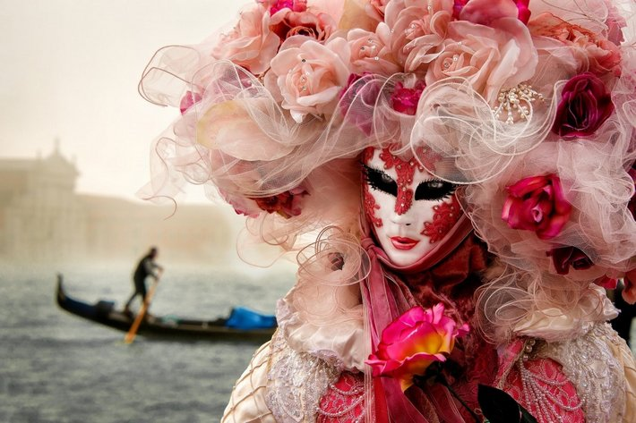 The-magical-atmosphere-of-the-Venetian-carnival-11